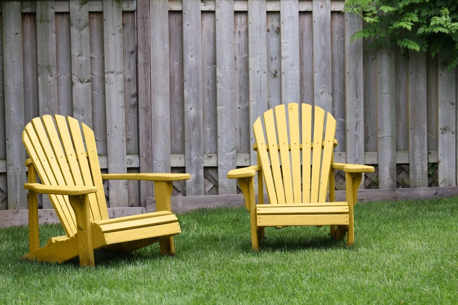 How to Stain a Wood Fence – Exterior Painting DIY