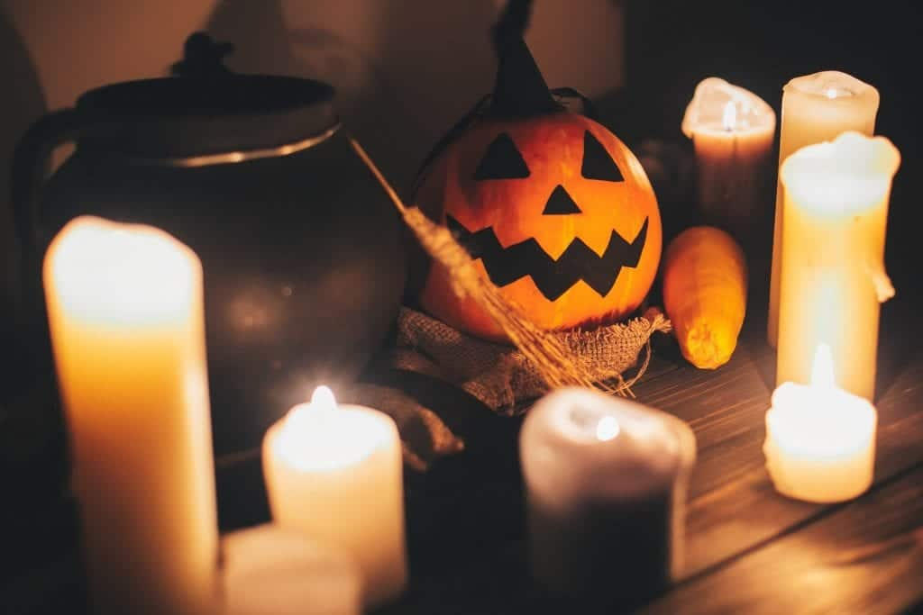 spooky dining table Interior Decoration Ideas for Halloween